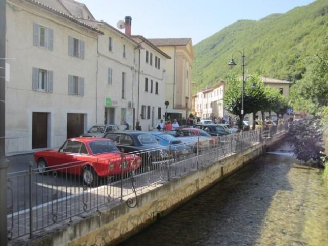 Le auto d'epoca parcheggiate a Sefro