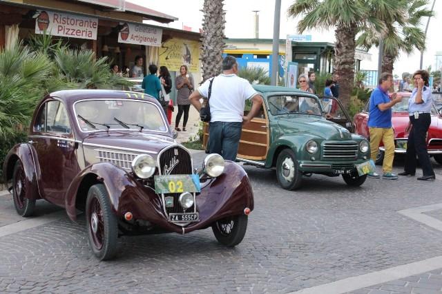 Le auto d'epoca sul lungomare di Porto Recanati